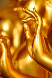 Une main d'une statue d'or de Bouddha Photo libre de droits