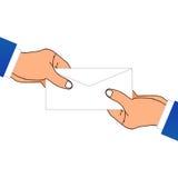 Une main donnant une enveloppe Photo stock