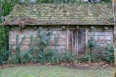 Une maison cachée dans la forêt Photographie stock