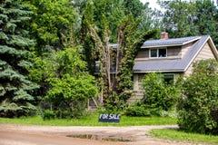 Une maison ce ` s en vente Image stock