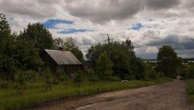 Une maison dans le village Image libre de droits