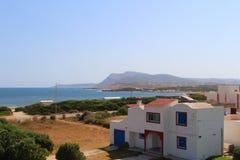 Une maison de bord de la mer dans la fève de chapeau, Tunisie photo libre de droits