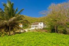 Une maison de location à la plage d'amitié, Bequia Images libres de droits