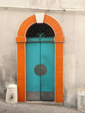 Une maison de rapport plus ancienne de stuc Photos libres de droits