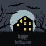 Une maison isolée la nuit devant la lune Image stock