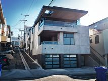 Une maison moderne dans Manhattan Beach, la Californie photo stock