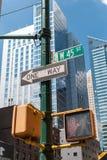 Une manière se connecte Manhattan, NYC Photographie stock