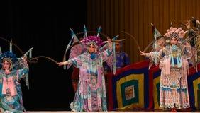 """une masse des généraux riches de femmes de Pékin Opera"""" de soies et de brocards du  de € de Yang Familyâ images libres de droits"""