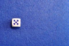 Une matrice simple avec le numéro cinq photographie stock