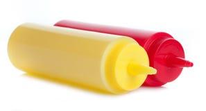 Une mayonnaise et bouteilles de ketchup de tomate Images libres de droits
