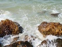 Une montée subite de tempête, peu de vague de bateau peut endommager aussi photographie stock libre de droits