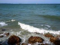 Une montée subite de tempête, peu de vague de bateau peut endommager aussi photographie stock