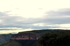 Une montagne dans le ciel Photographie stock libre de droits