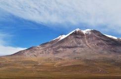 Une montagne neigée Photographie stock libre de droits