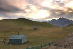 Une montagne près de lac Sailimu, le Xinjiang Photographie stock libre de droits