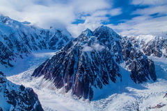 Une montagne rocailleuse Photo stock
