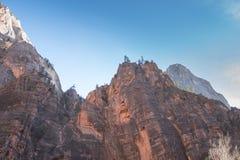 Une montagne unissant au soleil pour former une belle photo photo stock