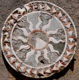 Une mosaïque géométrique romaine colorée