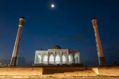 Une mosquée la nuit Images libres de droits