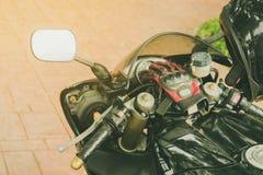 Une moto sportive gar?e photo libre de droits
