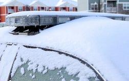 Une neige a complété la voiture de police Photos stock