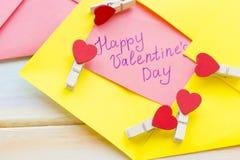 Une note d'amour sous enveloppe jaune Photo libre de droits