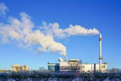 Une nouvelle centrale thermique moderne de production combinée de gaz avec le rendement énergétique thermique élevé images stock