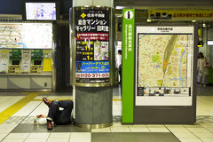 Une nuit à la station de métro image libre de droits