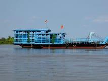 Une péniche de rivière dedans le delta du Mekong Photo stock