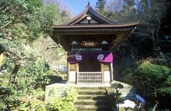 Une pagoda japonaise chez Engaku-JI Zviroku-San Dai-Engaku Kosho Zen-Jin, Zen Center, Kamakura, peu de vieux Kyoto, près de Tokyo photos libres de droits