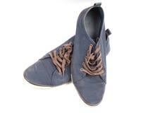 Une paire d'espadrilles bleues de marche Photographie stock libre de droits