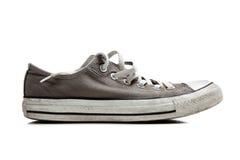 Une paire d'espadrilles grises sur le blanc Photo stock