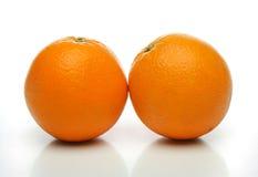 Une paire d'oranges juteuses Photos stock