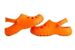 Une paire de chaussons oranges de plage chacune Photographie stock libre de droits