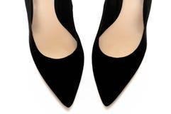 Une paire de chaussures à talons hauts aiguës noires Photo libre de droits