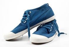 Une paire de chaussures bleues neuves Image stock