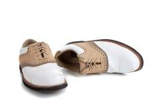 Une paire de chaussures de golf sur le blanc Images stock