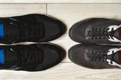 Une paire de chaussures masculines et femelles Photographie stock