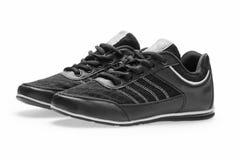 Une paire de chaussures noires de sports avec des dentelles Image stock