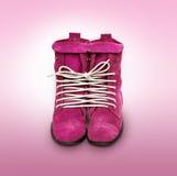 Une paire de chaussures roses a attaché une ligne de morue. Symbole d'émotion photo stock