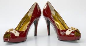 Une paire de hauts talons rouges sexy Photo stock
