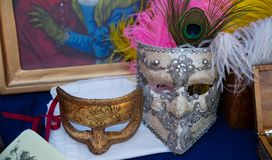 Une paire de masques de carnaval de moitié du 19ème siècle photos libres de droits