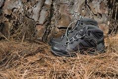 Une paire de noir augmentant des bottes Photo stock