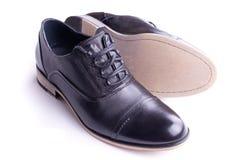 Une paire des chaussures des hommes Photographie stock