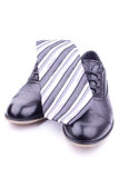 Une paire des chaussures et de la relation étroite des hommes Image stock