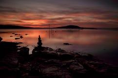 Une palette de couleur au coucher du soleil forme les flammes ardentes dans les nuages photo libre de droits
