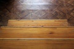 Une partie d'un escalier en bois Fond image libre de droits