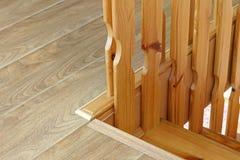 Une partie d'un escalier en bois Fond images libres de droits