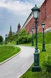 Une partie d'un mur et de tours de Moscou Kremlin Photos stock