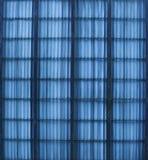 Une partie d'une frontière de sécurité colorée bleue Photos stock